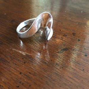 Jewelry - Silver curved fashion ring